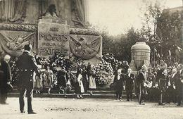 Fêtes De La Victoire à Paris 1919 - Délégation Alsacienne Devant Le Cénotaphe: Monument Aux Morts Pour La Patrie - Monuments Aux Morts