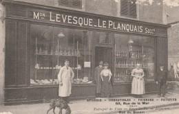 Courseulles -  RARE ! (beau Plan)  - Epicerie Levesque - Le Planquais, 59 Rue De La Mer - Scan Recto- Verso - Courseulles-sur-Mer