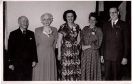 Photo Originale Famille Du Royaume-uni - Angleterre - Photo De Famille Souriante  ! Cachet Au Dos - Birmingham - Persone Anonimi