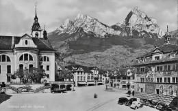SCHWYZ → Belebter Hauptplatz Mit Vielen Oldtimer Und Car, Ca.1940 - SZ Schwyz