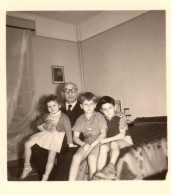 Photo Originale Vieux & Vieilles - Grand-Père Et Ses Petits Enfants - Personnes Identifiées