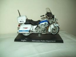 "Harley Davidson (Milwaukee Police Department) ""Maisto""  Scala 1/18 - Motos"