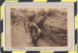 IN SCHUTZENGRABEN - SOLDATS ALLEMANDS DANS LES TRANCHEES - Guerra 1914-18