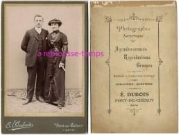Grand CDV (Cabinet) Couple élégant-mode-photo E. Dubois-machines à Coudre-horlogerie-bijouterie à Pont De Chéruy - Photographs