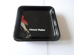 TRES JOLI CENDRIER JOHNNIE WALKER    *****    A   SAISIR   ****** - Métal