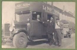 """CARTE PHOTO - JOURNAL """"LE PETIT PARISIEN"""" - CAMION DE LIVRAISON (?) - - Vrachtwagens En LGV"""