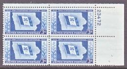 U.S.  942    **   IOWA  STATE  FLAG - Stamps