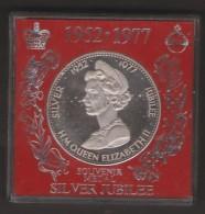 MEDAGLIA 1952 - 1977 SILVER JUBILEE ANNO 1977 H.M. QUEEN ELISABETH II - Monarchia/ Nobiltà
