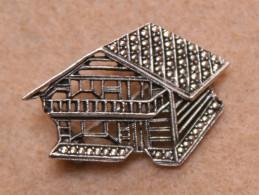 Bijoux-broche_56_chalet Suisse_métal Argenté - Broches
