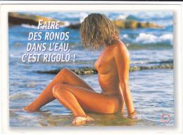 CPM PIN UP FEMME NUE SEXY CHAUD FAIRE DES RONDS DANS L EAU C EST RIGOLO - Pin-Ups