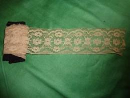 Dentelle  Ancienne 0.80 X 0.0.55cm- - Laces & Cloth