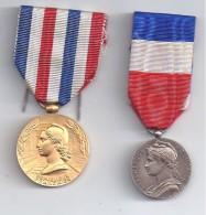 2  Médailles  - Chemins De Fer Et Ministère Du Travail - Militaria