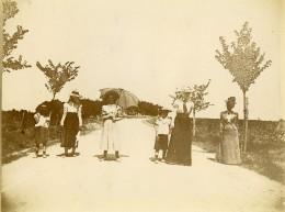 France Vacanciers Promenade Sur La Route Belle Epoque Ancienne Photo Amateur 1900 - Places
