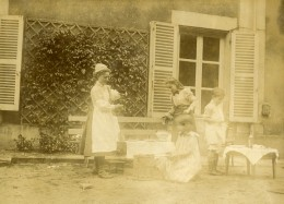 Vie Quotidienne En France Jeu Enfants Dinette Ancienne Photo Amateur 1900