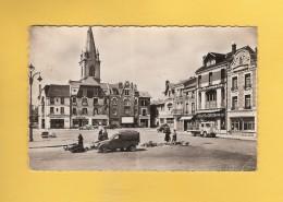 * CPSM Photo..dépt 02..CHAUNY :  La Place De L' Hôtel De Ville - ( Petit Marché )  : Voir Les 2 Scans - Chauny