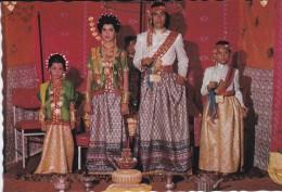ASIE----INDONESIE--pengantin Bugis Sulawesi Selatan--voir 2 Scans - Indonésie