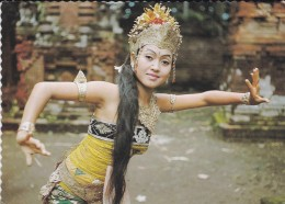 ASIE----INDONESIE--a Charming Balinese Dancer--voir 2 Scans - Indonésie
