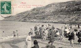 CPA    11   LEUCATE---LA FRANQUI---COIN DE LA PLAGE PENDANT LE BAIN---AU PIED DE LA FALAISE---1909 - Leucate