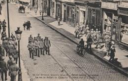 59 - DOUAI Pendant L´occupation - 19 - La Grande Guerre 1914-18 - La Rue De Bellain Un Dimanche - Douai