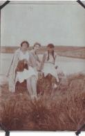 4- Photo Vancances Aout 1929 -entre Kerfany Les Pins Et Le Pouldu -finistere Bretagne Moellan-coin Abimé - Femme