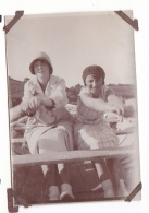 12- Photo Vancances Aout 1929 -entre Kerfany Les Pins Et Le Pouldu -finistere Bretagne Moellan-coin Abimé -femme Bateau