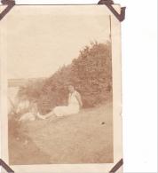 21- Photo Vancances Aout 1929 -entre Kerfany Les Pins Et Le Pouldu -finistere Bretagne Moellan-coin Abimé- Femme