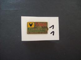 """PIN´S - DISNEY Euro"""" Ouverture 12 Avril 1992 """" Pub VITTEL -   Voir Photo ( 11 ) - Disney"""