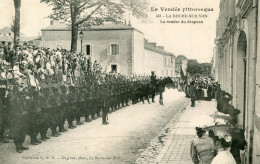 LA ROCHE SUR YON(VENDEE) DEFILE MILITAIRE - La Roche Sur Yon
