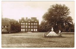 RB 1100 - Early Real Photo Postcard - Kew Palace & Sun Dial - Kew Gardens London - London Suburbs