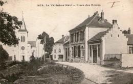 (FC)  CPA  Le Valdahon Haut Place Des Ecoles   (bon Etat) - France
