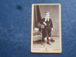 Photo CDV  Sauvager à Fontainebleau  Jeune Garçon Portant Un Costume En Velours Et Une Canne - Circa 1875 - L263 - Anciennes (Av. 1900)