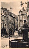 V3989 Cpa 23 Aubusson  -  La PLace Du Monument Et L' Horloge - Aubusson
