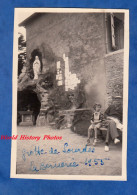 Photo Ancienne - LA BERNERIE - Grotte De Notre Dame De Lourdes - 1955 - Homme & Sa Fille - Enfant Girl Child - Lieux
