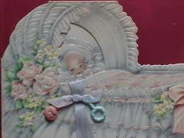 Gaufrée CARTE NAISSANCE BEBE Dans BERCEAU , NOEUD SATIN BLEU , HOCHET, BABY CRADLE & RATTLE    Recto Verso  Prix Fixe - Babies