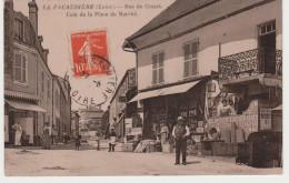 GROS PLAN DE CE BAZAR À LA PACAUDIÈRE 42. MARCHAND DE JOURNAUX ET BOUCHER. VOYAGÉE EN 1913. - Otros Municipios