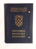 PASSAPORTO     PASSPORT  REISEPASS  CROATIA  1993. - Historische Dokumente