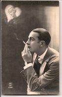 L25C024 - Jeune Homme  Fumant En Rêvant à Sa Promise   - PC Paris N°2762 - Men