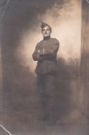 Fotokaart Carte Photo Soldaat Militair Uniform 1917 ? Guerre Potel ? - Uniformes