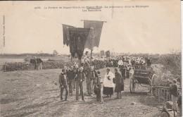 29 - PLOMODIERN - Le Pardon De Sainte Marie Du Menez Hom  La Procession Dans La Montagne Les Bannières - Plomodiern