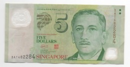 Billet De 5 DOLLARS SINGAPOUR . Serie N°  3AT482284 . - Singapour