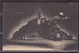 = Carte Postale Le Mont Saint Michel Vue Générale Coté Nord-Est Effet De Nuit, Avec La Lune - Le Mont Saint Michel