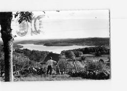 NEUVIC D'USSEL : Le Lac, Vue Prise De La Table D'orientation De Manzagol. 2 Scans. Edition Baguet, Format CPA - France