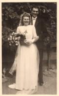 Carte Photo Originale Mariage - Couple De Jeunes Mariés Le 17.09.1945 - Hans Fraüte - Pegau / Sa - Personnes Identifiées