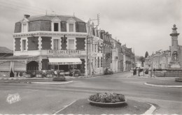 85 FONTENAY-LE-COMTE L'HOTEL DE L'EUROPE ET LE CARREFOUR DE LA GARE - Fontenay Le Comte