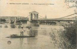 CPA Bourg Saint Andéol-Le Pont Suspendu Et Le Rhône    L2140 - Bourg-Saint-Andéol