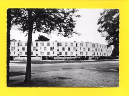 CPSM 33 SAINT JEAN D'ILLAC Immeuble Central ( Peu Commune ! ) - Autres Communes