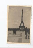 PARIS (75) PERIODE GUERRE 1939.45 CARTE PHOTO SOLDATS A LA TOUR EIFFEL - Weltkrieg 1939-45