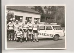 U S D  DUNKERQUE. CYCLISME  ANNEES 70. EQUIPE PEUGEOT ORANGINA. . 404 PEUGEOT - Cyclisme