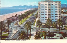 SANTA MONICA PALM LINED OCEAN DRIVE WITH SANDY BEACHES AND THE BLUE PACIFIC / CALIFORNIA - Etats-Unis