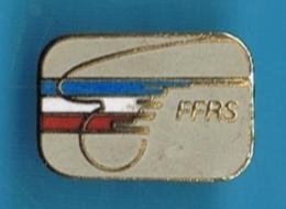 1 PIN´S //   ** F.F.R.S. ** FÉDÉRATION FRANÇAISE ** DE ROLLER SPORT ** - Skateboard
